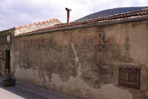 La poterie de Cliousclat; la façade extérieure en 2012. © Pierre Catanès